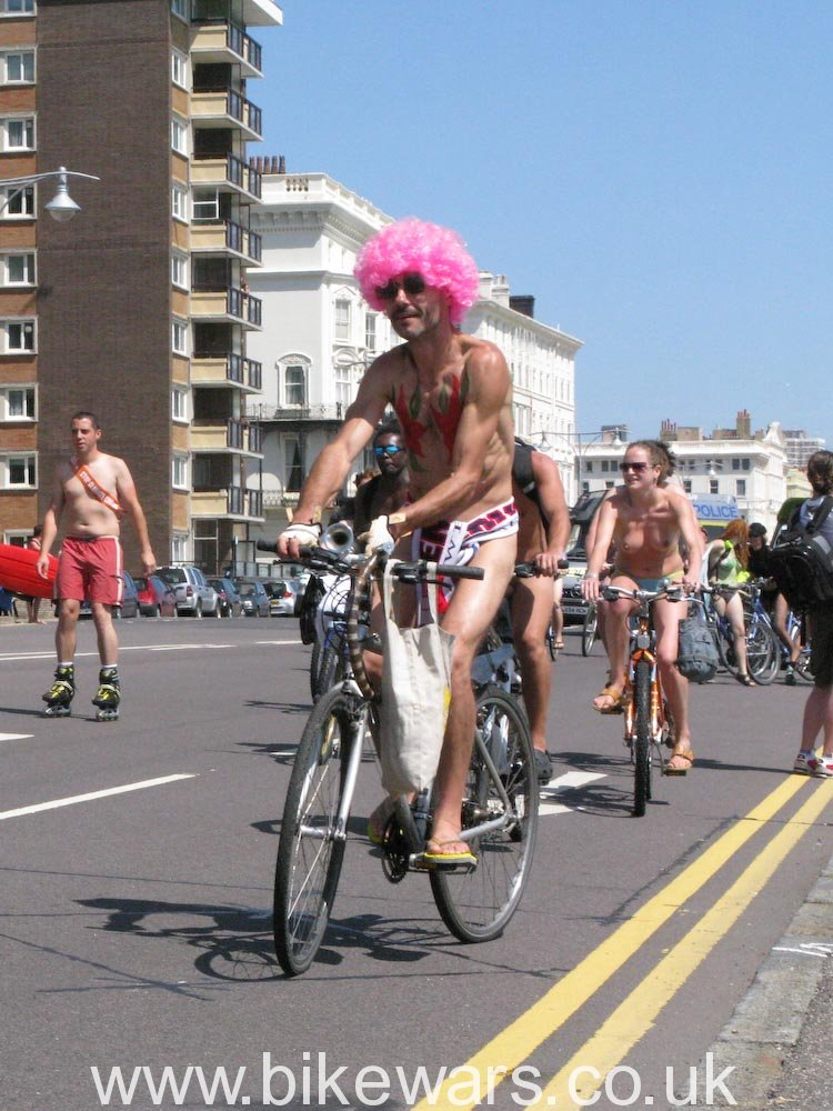WorldNakedBikeRide-Brighton02-37