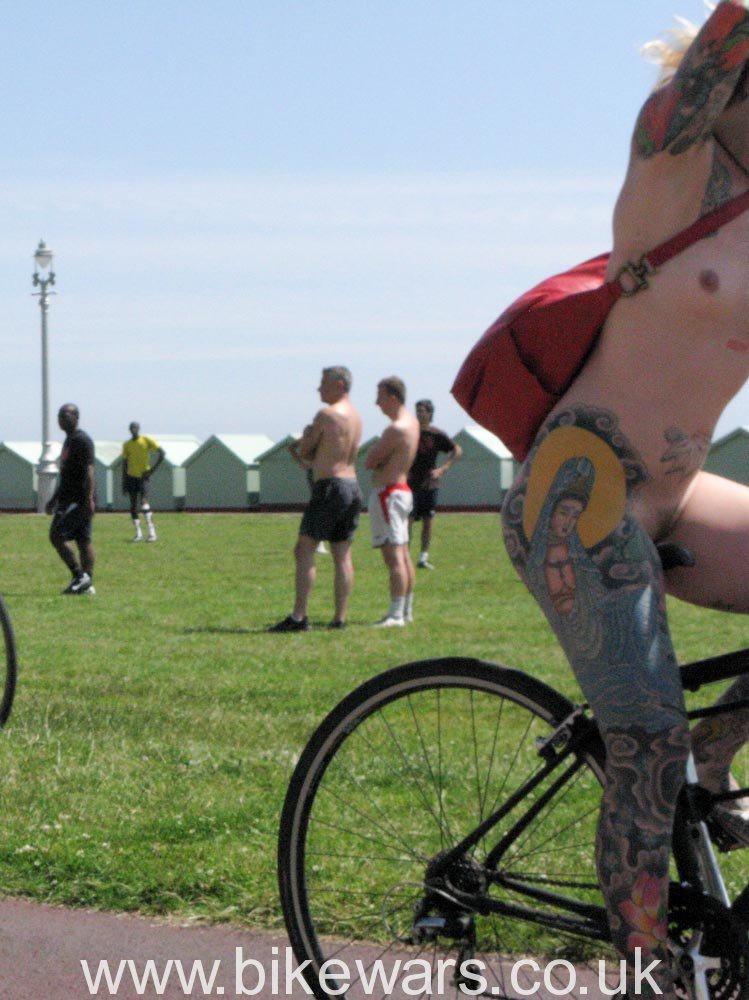 WorldNakedBikeRide-Brighton02-48