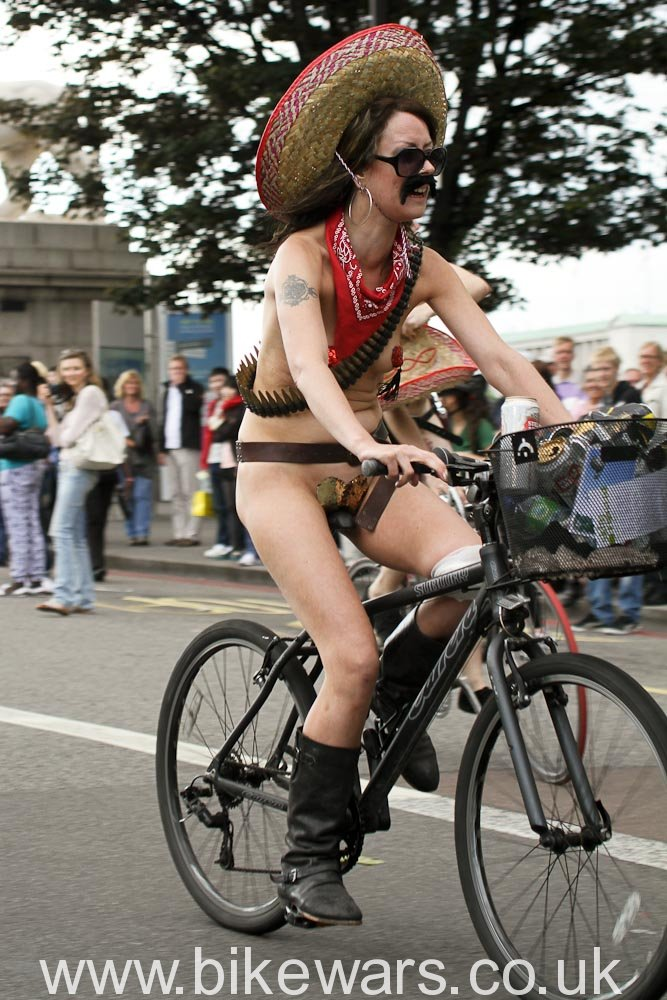 WorldNakedBikeRide-London2010-122