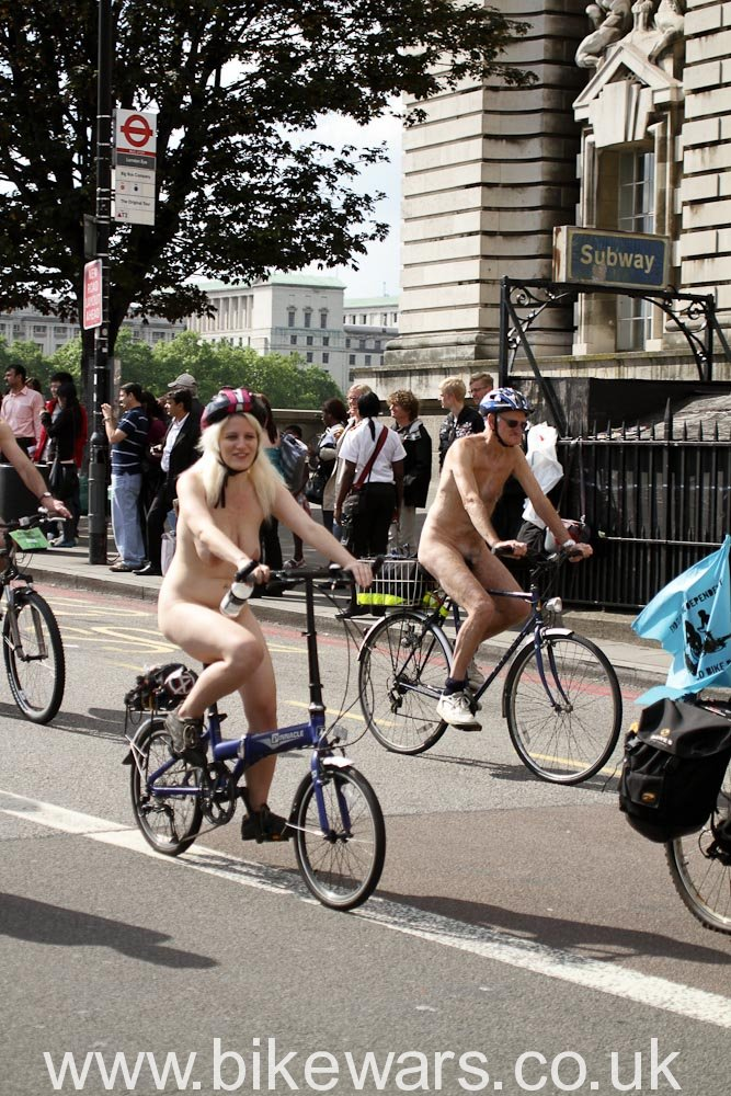 WorldNakedBikeRide-London2010-29