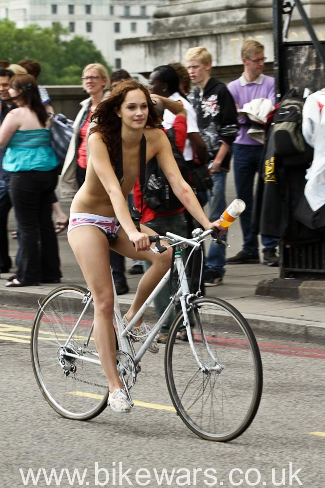 WorldNakedBikeRide-London2010-38