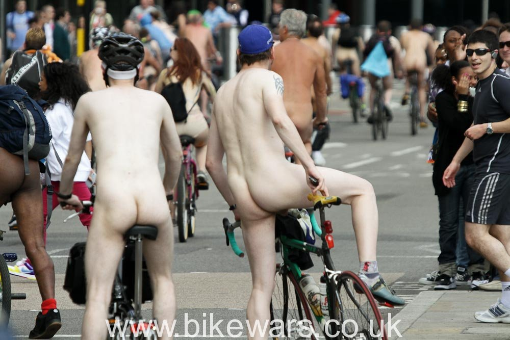 WorldNakedBikeRide-London2010-39