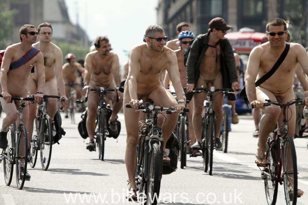 WorldNakedBikeRide-London2010-5